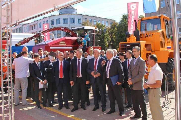 Участники Славянского форума познакомились сбрянской техникой