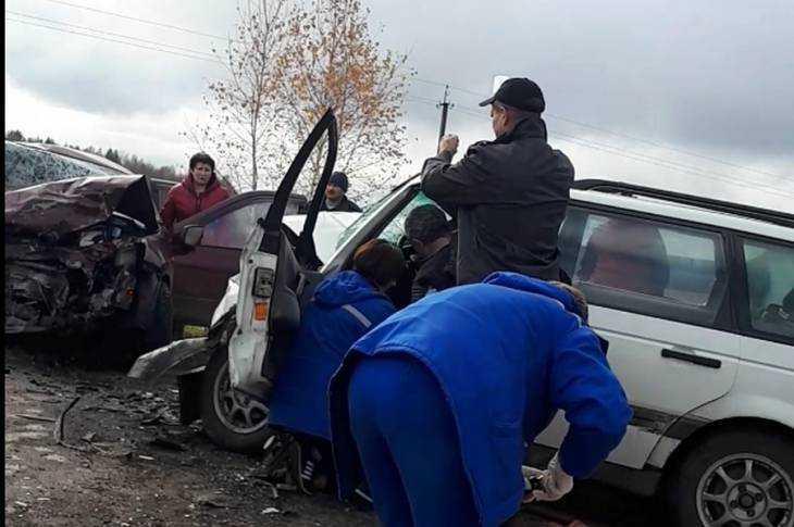 Набрянской трассе встрашном ДТП погибли две 23-летние девушки