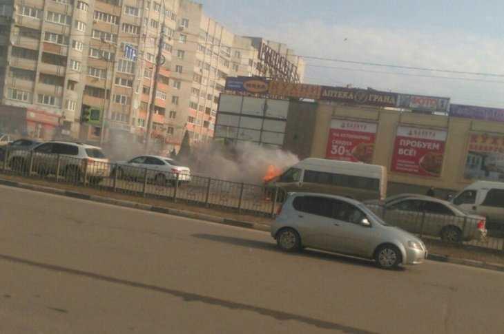 ВБежицком районе около гипермаркета «Kbybz» сгорела 40-я маршрутка