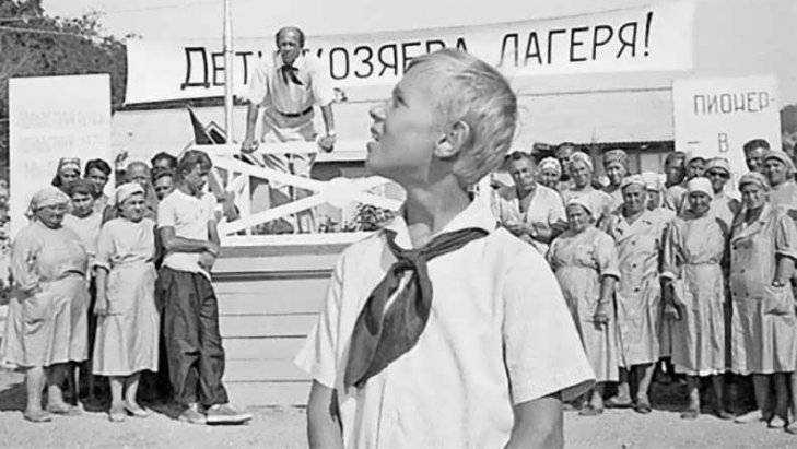 Вбрянском детском лагере двадцатилетний парень выдал себя зашкольника