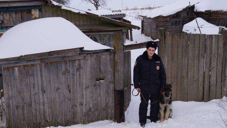 Брянский полицейский спас изгорящего дома мужчину, который надышался дымом