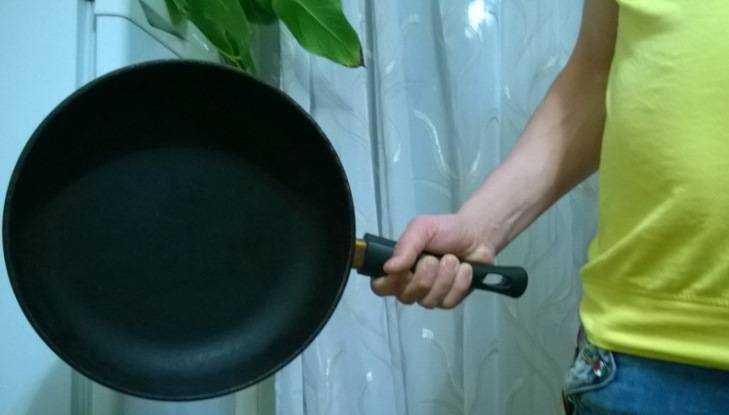 Отправлен под суд брянец избивший сковородой парня из-за айфона