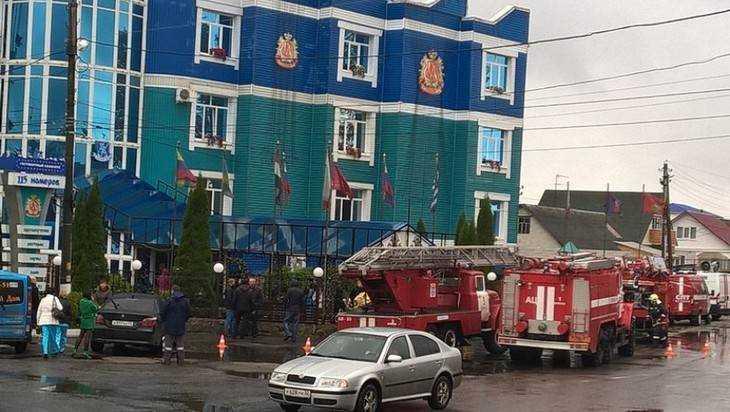 ВБрянске из-за пожара всауне «Гостиного дома» эвакуировали 20 человек