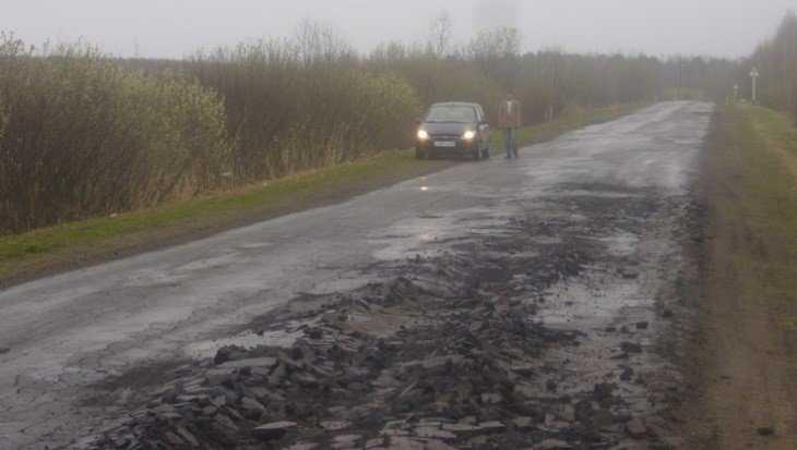 Дороги в Брянской области признали одними из худших в России
