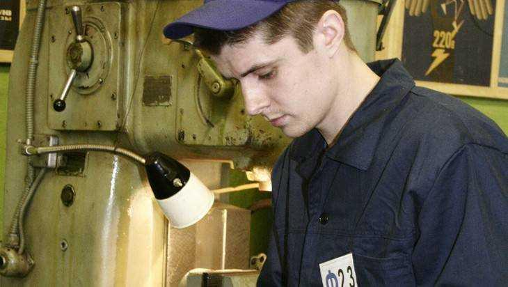Практически 700 брянских молодых людей устроятся наработу этим летом