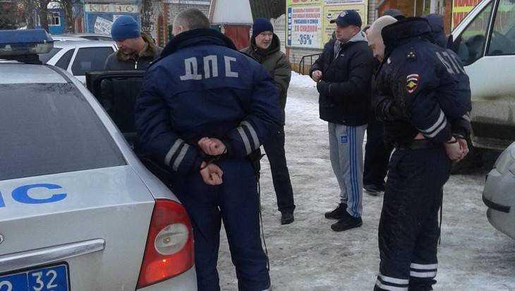 Набрянских служащих  ГИБДД завели десять уголовных дел