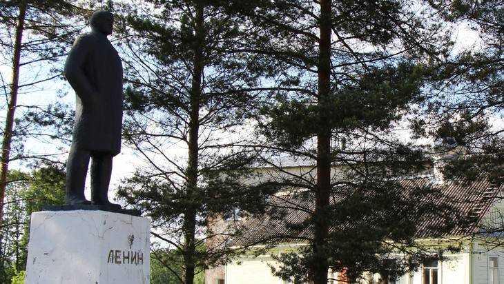 Вандалы разрушили два монумента Ленину вОрловской области