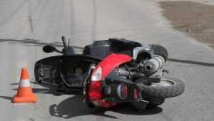В Комаричах женщина на Toyota врезалась в мопед и ранила мужчину