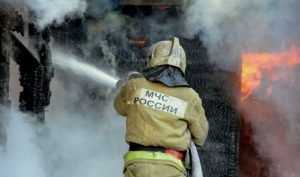 В Брянске при пожаре в автосервисе ожоги получили 2 человека