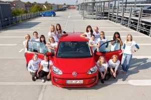 Volkswagen up вместил 16 человек