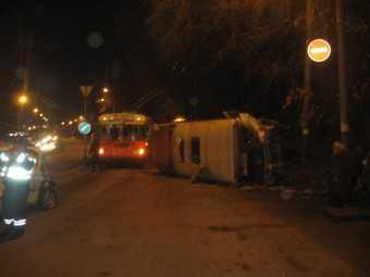 В перевернувшемся автобусе пострадали 11 человек