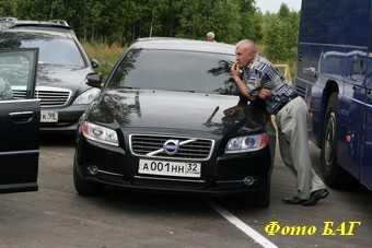 Чиновникам предлагают ездить на личных автомобилях