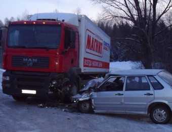 Ледяные обочины добавили аварий