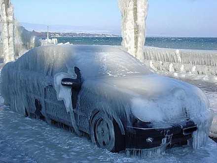 Новороссийская фантасмагория: автомобили замурованы во льду