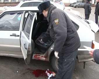 Подозрительный гражданин ударил полицейского ножом