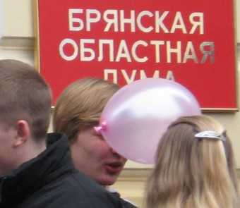Суражского депутата оставили без мандата, а Дума своих не отдает