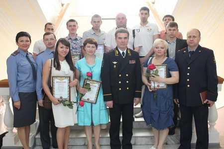 Начальник УМВД России по Брянской области вручил почетные грамоты волонтерам