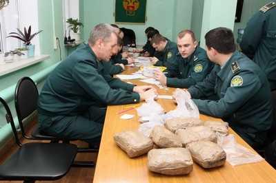 В Брянске средь бела дня убили мужчину, полиция просит помощи