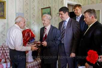 Вековой юбилей отметил житель Брянска Никита Петров