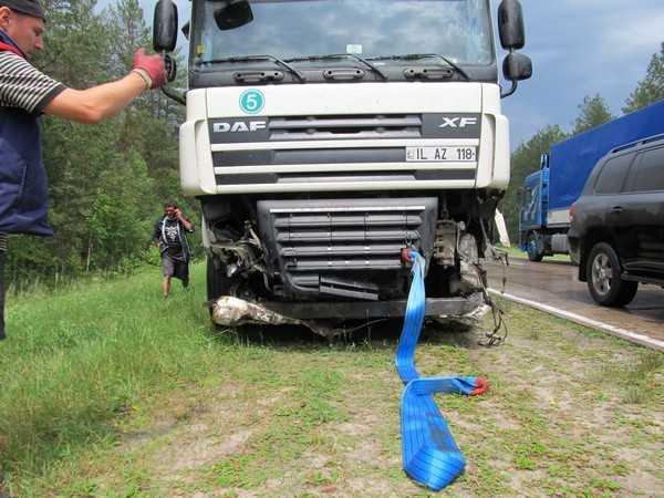Молдавская фура сокрушила на Киевской трассе отбойники