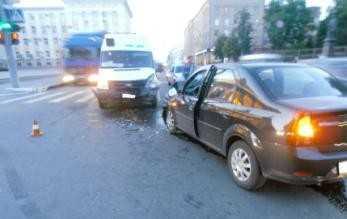 Пятеро пассажиров брянской маршрутки пострадали в аварии