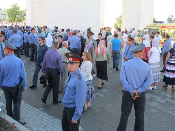 УМВД: полицейские на освящении собора были в фуражках согласно уставу