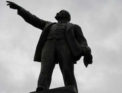 Мужчина поджег себя на площади Ленина в Брянске