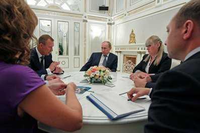 Президент Путин встретился с губернатором Дениным и жителями области