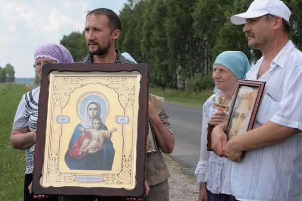 Киевляне прошли по Брянщине крестным ходом, призывая к воссоединению