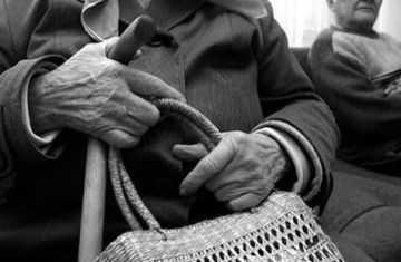 Молодой человек два года грабил одну и ту же старушку