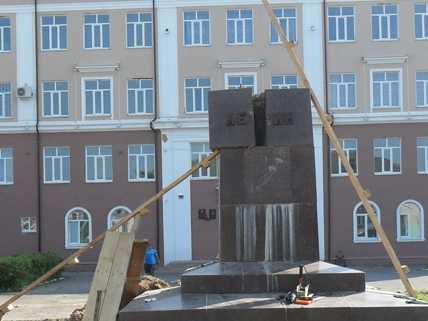 В Брянской области снесли первый  памятник Ленину