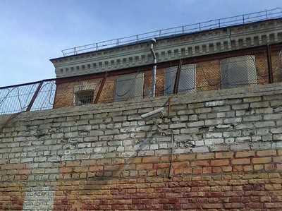 Брянский тюремщик делал жизнь арестованных лучше