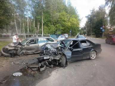 Mercedes и BMW сошлись в лобовой