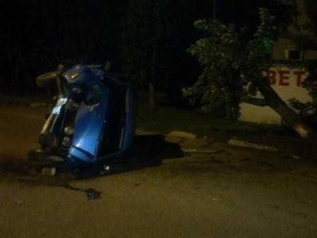 В Брянске угонщик-лицеист врезался в дерево и сломал ногу