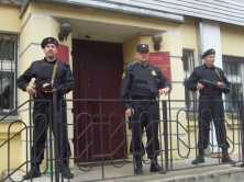Ограбленного жителя Брянска насильно привели в суд Орла