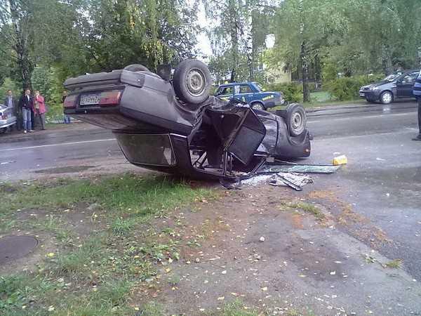 Локотская автомобилистка перевернула Тойотой Жигули