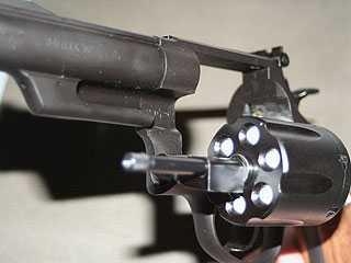 Злоумышленник угрожал брянскому инспектору ГИБДД пистолетом