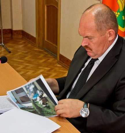 Мэр Брянска изучил жизнь города по фотографиям