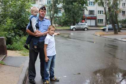 Брянский полицейский задержал музыкального вора, гуляя с ребенком