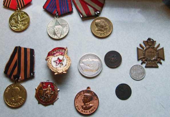 Житель Брянска незаконно вез заграницу старинные монеты и советские награды