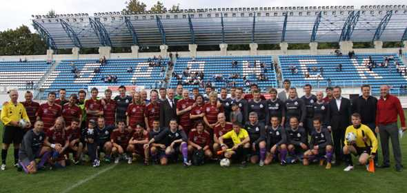Победить столичных звезд  футбольной команде чиновников Брянска помогал мэр Орла