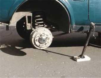 Полиция нашла вора, «разувшего» по лету кроссовер жителя Брянска