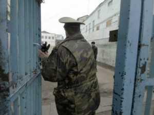 Брянского тюремщика подозревают в наркоторговле