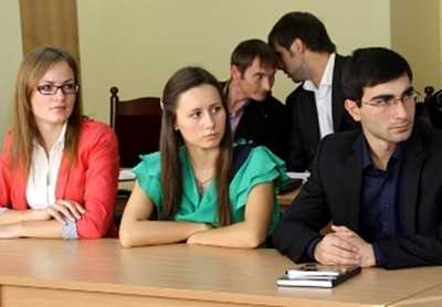 Губернатор Денин пообещал студентам работу