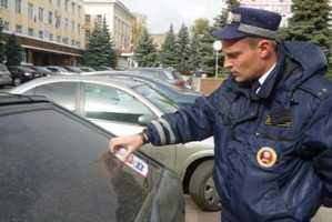 Приучать водителей Брянска к вежливости инспекторы ГИБДД начали с себя