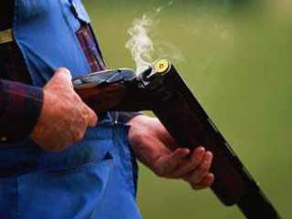 На брянского «снайпера», выстрелившего в следователей, завели дело