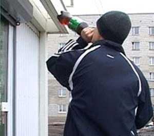 Брянскую продавщицу накажут за продажу пива подросткам