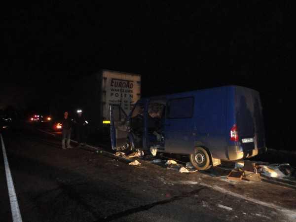 В ДТП под Севском, где Мерседес врезался в грузовик, погибла женщина