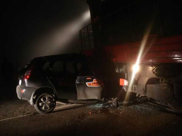 В Брянской области Калина врезалась в тепловоз, водитель погиб
