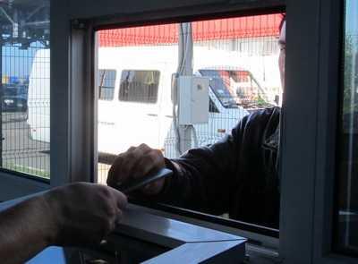 Брянский таможенник попался на взятке в 3500 рублей